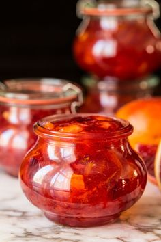 Easy Blood Orange Marmalade- With only 15 minutes of hands-on time, this delicious (not-bitter) marmalade brings a little sunshine to the breakfast table! No canning skills needed! Healthy Eating Tips, Healthy Nutrition, Orange Marmalade Recipe, Dried Figs, Sugar Crystals, Hash Tag, Vegetable Drinks, Blood Orange, Easy Gifts