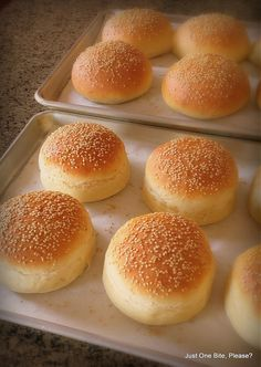 "Homemade Hamburger Buns – Classic & Big Mac ""Club"" Why make your own Hamburger Buns when you can just go to the store and buy them? The recipe for my Homemade Hamburger Buns came out necessity. I wanted to recreate ""Big Macs"" at home bu… Homemade Burger Buns, Homemade Hamburgers, Bread And Pastries, Homemade Big Mac, Homemade French Bread, Homemade Recipe, Burger Bread, Bread Bun, Brioche Bread"