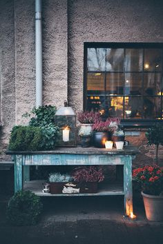 I want to have table like this next to my front door. Sköna hem -blog has many inspirational photos, recommend highly.