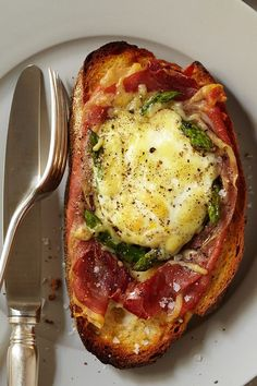 This baked egg recipe incorporates spinach, asparagus and prosciutto to create the ultimate breakfast recipe. Whether you're eating this breakfast recipe alongside bacon or sausage or eating it on its own, it's a great choice for a brunch recipe.#breakfastrecipes #brunchrecipes #eggsandwich #eggsandwichrecipes #breakfastsandwich #breakfastsandwichrecipes Best Brunch Recipes, Breakfast Sandwich Recipes, Great Recipes, Spicy Recipes, Egg Recipes, Prosciutto Recipes, Spinach Egg, Egg Dish, Baked Eggs