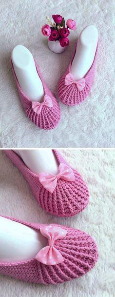Crochet Pretty Slippers - The Magic Hooks Crochet Bows, Crochet Poncho, Free Crochet, Crochet Slipper Pattern, Crochet Slippers, Easy Crochet Patterns, Crochet Tutorials, Crochet Ideas, Crochet Projects