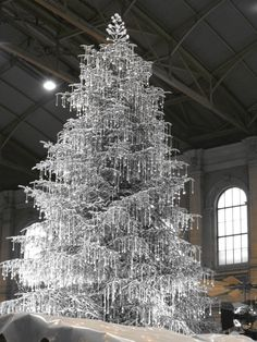 Swarovski Crystal Christmas Tree  This display really knocks your eyes out. Zurich Train Station -