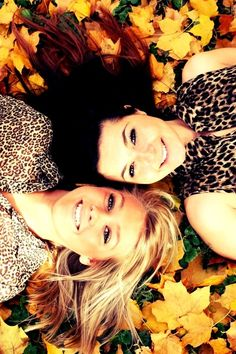 Fall Pic Idea! For bestfriends or sisters.