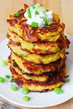 Bacon Spaghetti Squash Fritters with Parmesan - need I say more? Ever wondered how to cook spaghetti squash? Make this easy Bacon Spaghetti Squash Fritters recipe with Parmesan! These little spaghetti squash cakes are Healthy Recipes, Low Carb Recipes, Cooking Recipes, Bacon Recipes, Yogurt Recipes, Free Recipes, Healthy Dinners, Healthy Foods, Vegetable Dishes