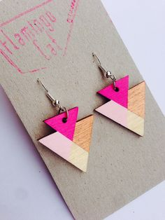 geometrische Holz-Ohrringe, Dreiecke // wooden, geometric triangle earrings via DaWanda.com