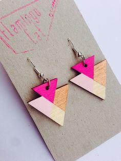 geometrische Holz-Ohrringe, Dreiecke // wooden, geometric triangle earrings via DaWanda.com