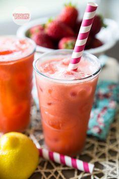 Strawberry Lemonade - spend your summer enjoying a tall glass of this healthy & refreshing lemonade! YUM!