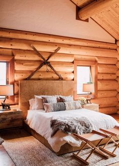This Cozy Log Cabin Will Make You Count Down the Days to Winter cabin decor If Our Home Looked Like This Cozy Log Cabin, We'd Never Leave Log Home Bedroom, Log Cabin Bedrooms, Log Cabin Homes, Bedroom Décor, Bedroom Ideas, Rustic Bedrooms, Bedroom Designs, Bed Room, Bedroom Curtains