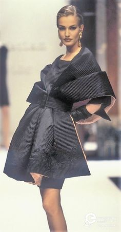 Karen Mulder - Christian Dior, Autumn-Winter 1991, Couture Women's Jewelry - http://amzn.to/2j8unq8