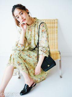 新木優子が着る♡ 秋の大人っぽ花柄、迷ってる人のための3選 non-no Web ときめくおしゃれを毎日GET!