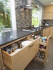 moje IDEALIA: JAK URZĄDZIĆ PRAKTYCZNĄ I NOWOCZESNĄ KUCH… na Stylowi.pl Kitchen Pantry Cabinet Ikea, Kitchen Drawer Organization, Kitchen Cabinets Decor, Kitchen Storage, Organization Ideas, Storage Ideas, Diy Storage, Country Kitchen Designs, Rustic Kitchen