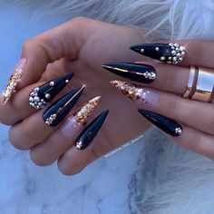 Fashionable girls are filling out their wardrobes again. Don't forget to give your nails a new look in the hot season. Stiletto nails have always been a persona Long Nail Designs, Beautiful Nail Designs, Acrylic Nail Designs, Nail Art Designs, Nails Design, Classy Nails, Cute Nails, Long Nail Art, Stiletto Nail Art