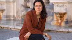 """Why author Jhumpa Lahiri left the US for Italy? Vedder and Phinney (2014) affirm that """"identity development has to do with personal agency that is used to access resources that increase personal well-being or signify the right thing to do"""" (p.339) [Reference 13: http://1drv.ms/1Rb9FgT]"""