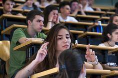 El Doble Grado de Matemáticas y Física de la Complutense consigue de nuevo la nota de corte más alta de la Comunidad de Madrid Los dobles grados y las Matemáticas ocupan los primeros puestos. Por sexto año consecutivo, y desde 2012, el Doble Grado de Matemáticas y Física de la Complutense