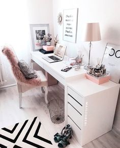 31 White Home Office Ideas To Make Your Life Easier; home office idea;Home Office Organization Tips; chic home office. Source by liatsybeauty Cozy Home Office, Home Office Space, Home Office Desks, Office Spaces, Office Workspace, Work Spaces, At Home Office Ideas, Home Office White Desk, Modern White Desk