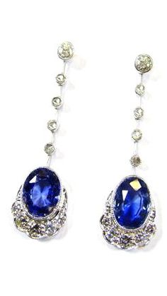 AN ATTRACTIVE PAIR OF SAPPHIRE AND DIAMOND EARRINGS CIRCA 1930, 18 KARAT WHITE GOLD