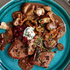 Rehmedaillons mit Pilz-Maronen-Gemüse