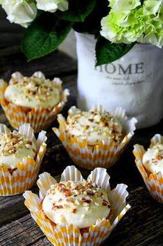 Kakkuviikarin vispailuja!: Porkkana-kuppikakut Fun Drinks, Food Inspiration, Muffins, Good Food, Brunch, Cupcakes, Baking, Breakfast, Sweet