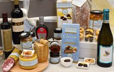 Outstanding Italian Festive Food Hamper a sweet invitation to celebrate with your loved ones! https://goo.gl/yaFYaX #christmas