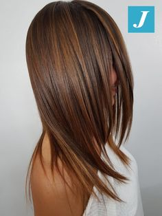 Degradé Joelle & Taglio Punte Aria – Hairstyle For Medium Length Hair Blonde Curly Hair, Brunette Hair, Dark Hair, Short Hair, Medium Hair Styles, Curly Hair Styles, Blue Ombre Hair, Layered Hair, Balayage Hair