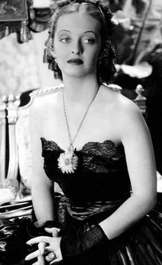 Orry-Kelly design for Jezebel starring Bette Davis Old Hollywood Glamour, Golden Age Of Hollywood, Hollywood Stars, Classic Hollywood, Hollywood Fashion, Hollywood Actresses, Old Movie Stars, Classic Movie Stars, Classic Movies