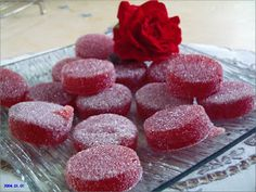 Fraises       PÂTES DE FRUITS      250 G de pulpe de fruits mixés  20 g de gélifiant + 50 G de sucre.  1 c à c de jus citron bio   Porter... Jelly Recipes, Pureed Food Recipes, Fruit Recipes, Candy Recipes, Sweet Recipes, Dessert Recipes, Simple Recipes, Chocolates, Cooking Chef