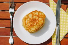 Wie manche von euch wissen, bin ich keine Süße. Ich brauche weder Nachspeisen noch esse ich besonders oft ein süßes Frühstück. Es gibt nur eine Ausnahme: Pancakes! Eines der wenigen Dinge, die ich seitdem ich low fodmap lebe sehr vermisst habe … Deshalb war ich unbeschreiblich glücklich, als meine Schwester damit anfing glutenfreie Pancakes zu probieren und dieses Rezept stellte sich als unser Favorit heraus. Pancakes, Brunch, German, Breakfast, Food, Knowledge, German Breakfast, Fodmap Recipes, Gluten Free Flour
