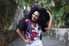 BOA NOITE BRASIL!  Todo mundo perguntando dessa camisa que eu usei e tinha mostrado SIM é o rosto da Rihanna. Ela é da lojinha da minha mãe.  Minha mãe tem uma lojinha de roupas femininas aqui em Diadema Av. Assembleia 945 - Em frente ao sacolão Jobel.  O problema é que raptei essa camisa que era peça única  Mas fica ai o endereço pra quem quiser conhecer! | Foto MARAVILHOSA: @brunazevedo_fotografia (TEM PROMOÇÃO ROLANDO DETALHES NA FOTO ANTERIOR)