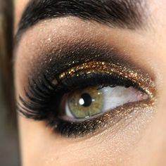 gold & black eye makeup | Pause for Feminices