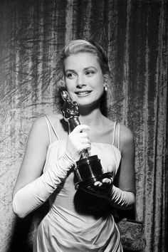 Grace Kelly at the 1955 Oscars. See the best vintage award show style, here: