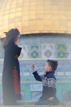 فلسطين Arab Love, Palestine History, Cute Love Stories, Innocent Child, Hijabi Girl, Religion, Muslim Couples, Photo Quotes, Little People