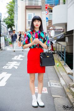 bold 1980s colors ... Shino, 18 years old | 5 October 2016 | #Fashion #Harajuku (原宿) #Shibuya (渋谷) #Tokyo (東京) #Japan (日本)