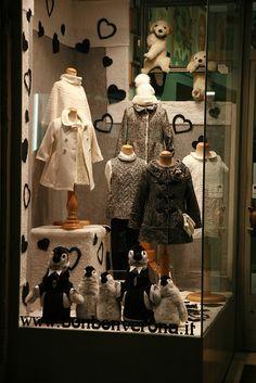 Loja infantil é tudo de bom. Quando são bem feitas então, são um verdadeiro colírio. Fizemos uma seleção das nossas lojas e vitrines infantis preferidas. Aproveitem! #retail #visualmerchandising #diadacrianca #vitrine #vitrineinfantil #vitrinismo #vitrinemania