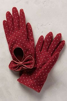 Both the look of the gloves and the polka dot pattern belong on my board as they're both so vintage and polished. But they're also fun! The bow makes sure of it. Pin Up Vintage, Mode Vintage, Vintage Gloves, Polka Dot Gloves, Retro, Mode Inspiration, My Favorite Color, Polka Dots, Red Polka Dot Dress