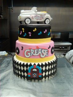 Cupcakes anniversaire femme 28 new Ideas Grease Themed Parties, Grease Party, Grease Movie, Musical Grease, Pretty Cakes, Beautiful Cakes, Amazing Cakes, Cupcakes, Cupcake Cakes