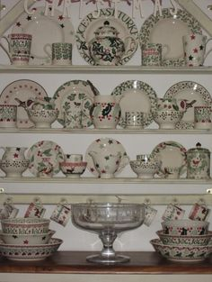 Emma Bridgewater lovely mix of greens with Holly, Christmas Stars, Robin and Berry, Cherry and many more lovelies! Christmas Dishes, Last Christmas, Christmas Tea, Christmas Stars, Dresser Inspiration, Emma Bridgewater Pottery, My Emma, Romantic Shabby Chic, Love You Dad