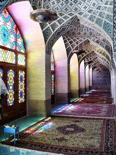 Le Nasir al-Mulk Mosque est une mosquée traditionnelle Shiraz , Iran