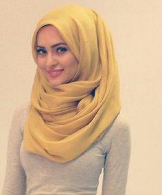 Khaleeji Hijab style: I like how its loose w a lil volume but dont like the col. - Hijab+ Khaleeji Hijab style: I like how its loose w a lil volume but dont like the col Hijab Style Dress, Hijab Chic, Hijab Outfit, Pashmina Hijab Tutorial, Hijab Style Tutorial, Muslim Girls, Muslim Women, Hijab Trends, Beauty