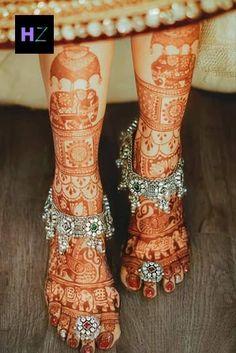Latest Bridal Mehndi Designs, Mehndi Designs For Girls, Wedding Mehndi Designs, Dulhan Mehndi Designs, Mehndi Art Designs, Latest Mehndi, Indian Wedding Album Design, Mehndi Patterns, Mehndi Images