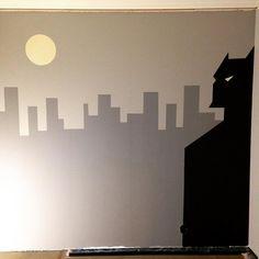 "Tine Krange Moslåtten on Instagram: ""Batmanvegg ferdig!👍🏻 Etter inspirasjon fra @idamaen😊 #batman #batmanvegg #batmanwall #nanananabatman #jotunlady #ladypurecolor #dempetsort…"" Nananana Batman, Wallet, Superhero, Fictional Characters, Rome, Fantasy Characters, Purses, Diy Wallet, Purse"