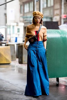 Best Street Style Looks From New York Fashion Week Spring 2019 Street Style: New York Fashion Week Spring 2019 - theFashionSpotStreet Style: New York Fashion Week Spring 2019 - theFashionSpot New York Fashion, Fashion 101, Fashion Week, Look Fashion, Korean Fashion, Fashion Outfits, Fashion Design, Fashion Trends, Womens Fashion