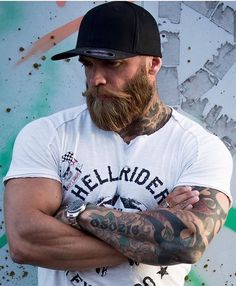 When beard paired with wrong hairstyle or face structure, it can be disastrous. Keep yourself updated with the Latest Modern Beard Styles For Men. Modern Beard Styles, Beard Styles For Men, Hair And Beard Styles, Short Beard Styles, Great Beards, Awesome Beards, Rugged Men, Rugged Style, Hairy Men