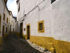 Nas vielas de Évora, Portugal