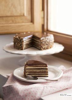 Si tienes una celebración especial, no te piertas esta receta de Baumkuchen o pastel rayado German Desserts, Sweet Desserts, Chocolate Desserts, Sweet Recipes, Cake Recipes, Dessert Recipes, Valentine Desserts, Catering Food, Pie Cake