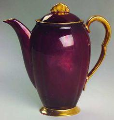 Carlton Ware (England) Rouge Royale at Replacements, Ltd Carlton Ware, Tea Pot Set, Teapots And Cups, Tea Art, Chocolate Pots, Vintage Dishes, Tea Time, Tea Cups, Tea For One