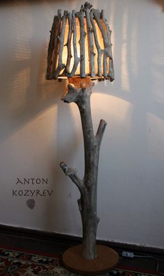 Driftwood Lamp, Sticks And Stones, Diy Wood Projects, Diy Flowers, Rustic Style, Candle Holders, Table Lamp, Candles, Lighting