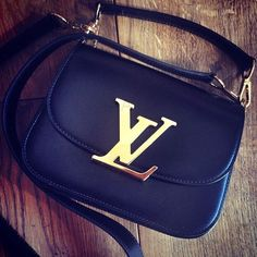 Louis Vuitton Vivienne LV Navy Shoulder Bags Is Definitely The Most Iconic Style And Is Loved By More People.