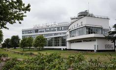 オランダ・ロッテルダム(Rotterdam)のファン・ネレ工場(Van Nellefabriek)。オランダ人建築家レーンデルト・ファン・デル・フルーフト(Leendert van der Vlugt)がデザインを手掛けたもので、1925年から1931年にかけて建設された。現在は50から70の中小企業が建物内に事務所を構えている。21日に登録(2014年6月19日撮影)。(c)AFP/ANP/JERRY LAMPEN  ▼27Jun2014AFP 【特集】2014年、新たに登録された世界遺産 http://www.afpbb.com/articles/-/3018695 #Van_Nellefabriek #Leendert_van_der_Vlugt