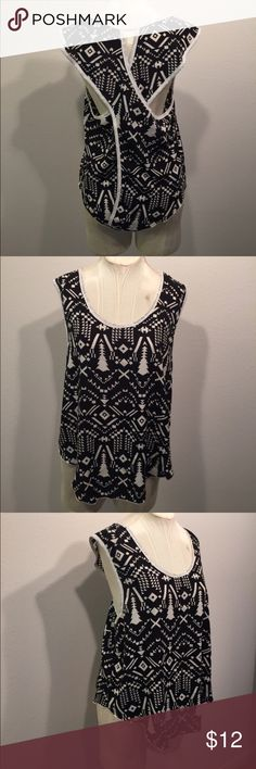 """Crece Black & White Printed Open Back Top 25"""" at the longest point. 100% polyester crece Tops Blouses"""