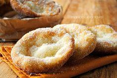 Voglia improvvisa di frittelle? Prendete gli ingredienti dalla dispensa, impastateli e in pochi minuti ecco pronte le vostre soffici frittelle del luna park